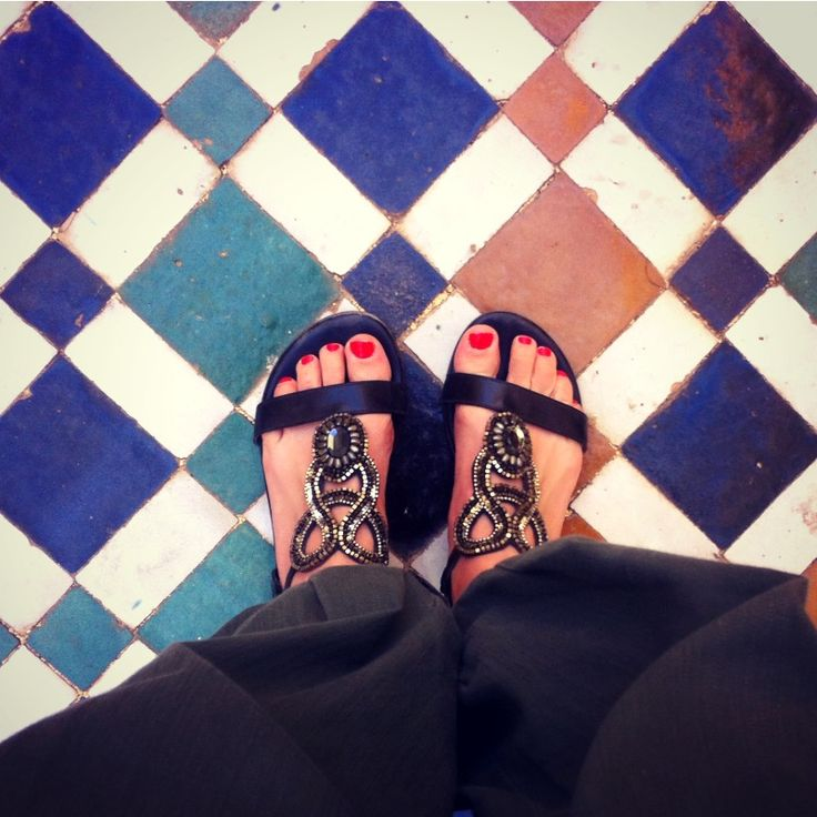 Can you guess which country this is from? Where is our Slinks traveller? #traveltheworldinshoesyoulove #slinksdesign #sandals #summeroutfit