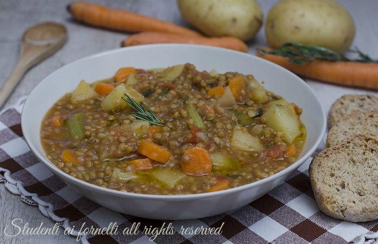 ricetta zuppa di lenticchie patate carote sedano pomodoro ricetta vegana vegetariana zuppa gustosa invernale