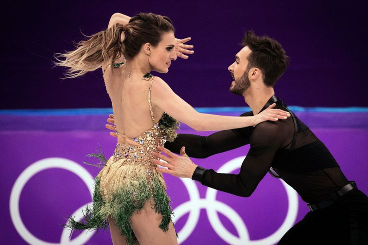At Ice Dancing Wardrobe Malfunction Overshadows a Clash of Styles