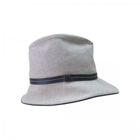 Casual Hat With leather finishing.