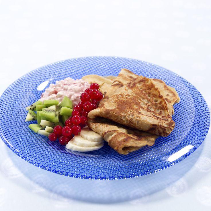 Grove pannekaker med havregryn: Her får du oppskrift og video av grov pannekaker med havregryn. Kan spises både varme og kalde.