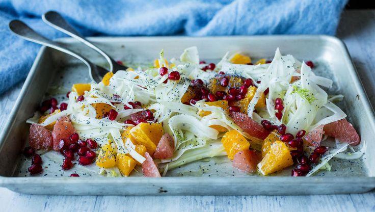 En knasende sprø salat som passer godt til julens pinnekjøtt. Eller som et lett alternativ du ikke orker mere julemat.