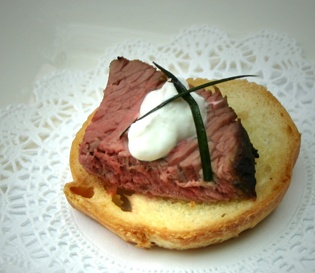 Beef Tenderloin Bruschetta | Roasted Beef Tenderloin Bruschetta