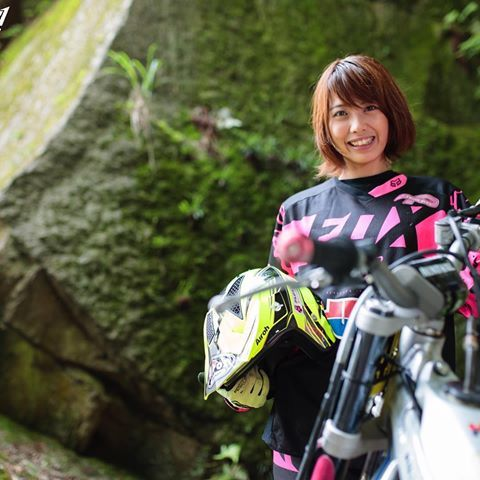今月の月刊『ダートスポーツ』にはトライアルレディースライダーの小玉絵里加選手の特集も載ってます‼️‼️‼️ ダートスポーツ✨全国の書店にあるので是非チェックして下さい @erika_kodama  photo by @tetsu24_rd  #ダートスポーツ#オフロード専門誌#全国誌#人気#雑誌#offroad #trial #mx #motocross #moto #japan#motorcycle #motorsport #instamoto #小玉絵里加#Rider#女性#woman#lady#girl