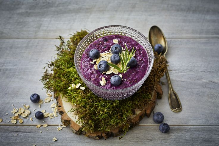 Overnight oatmeal with blueberry - and it´s vegan.