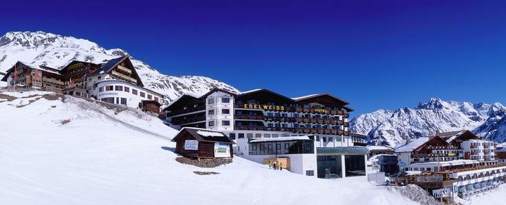 http://www.skihotel-edelweiss.at  Das Vier-Sterne Hotel direkt an der Skipiste Hochsölden.