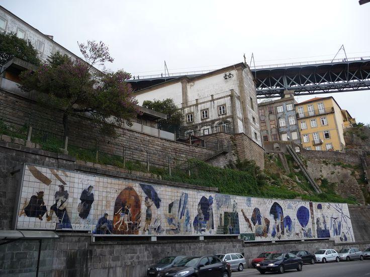 "Júlio Resende | ""Ribeira Negra"" | Porto | 1985 - 1986 [© Ana Almeida] #Azulejo #AzulejoDoMês #AzulejoOfTheMonth #Trabalho #Labour #JúlioResende #Porto #Oporto"
