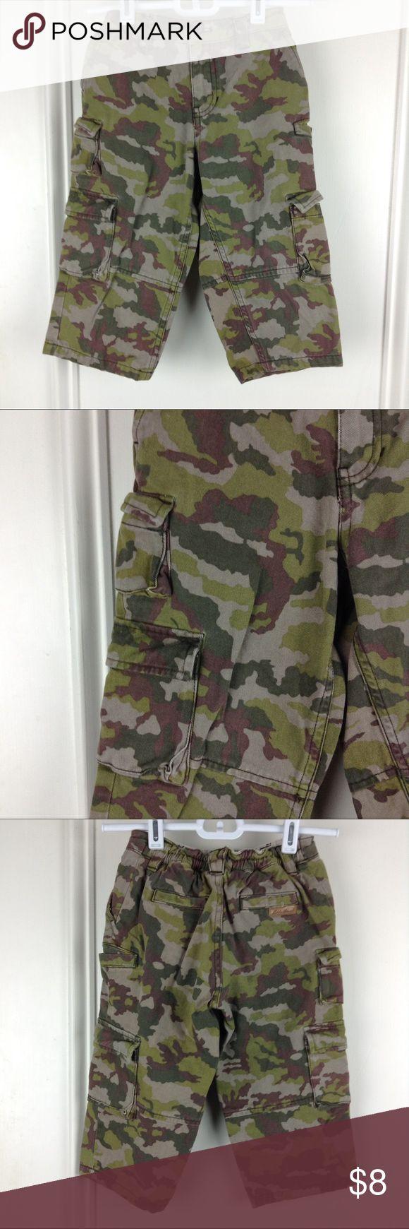 """Eddie Bauer Boys Tan Camo Cargo Pants 2T Eddie Bauer boys tan and green camo cargo pants. Size 2T. 19"""" waist, 7.5"""" rise, 12 inseam. PS56 Eddie Bauer Bottoms Casual"""