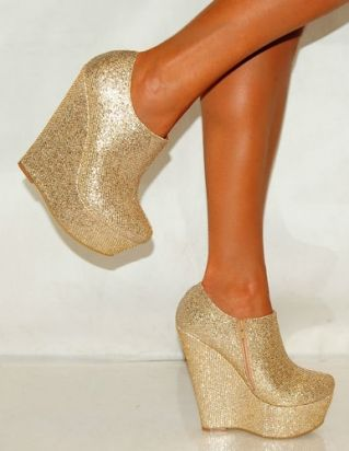 no words to describe these! But to pair them with the navy blue dress I just pinned ;)