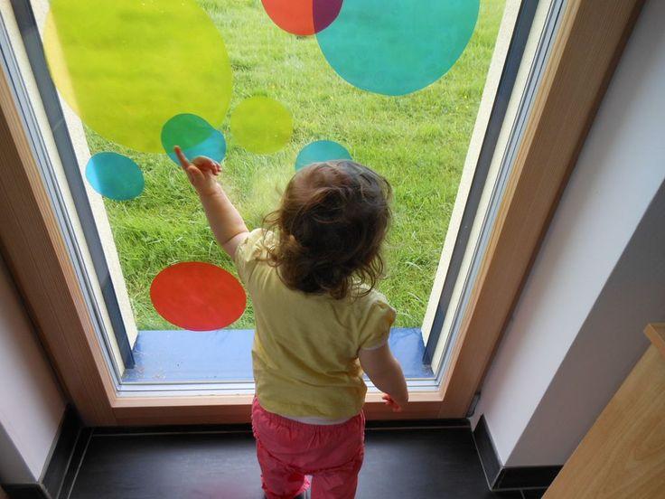 Une activité sympa pour apprendre a mélanger les couleurs sans mettre de la peinture partout.