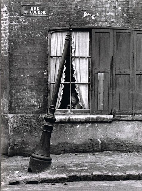 MadárJós: André Kertész - Rue Du Couédic, Le Havre, France - André Kertész, a master photographer of the twentieth century, was a pioneer in photographic composition and photojournalism who gained critical acclaim for his image distortions. Born in Hungary, he moved from Paris to New York during World War II. In 1963, he returned to Paris…