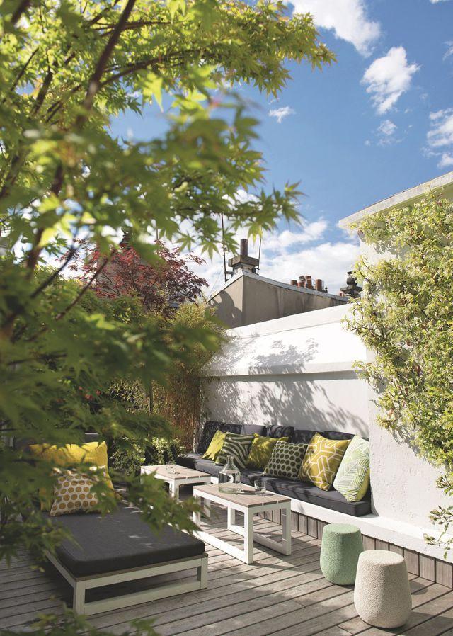 La terrasse de l'appartement de Thibault Chanel à Paris. Plus de photos sur Côté Maison : http://bit.ly/1EQ2Yio