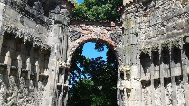 V Ústeckém kraji se nachází jedna z nejzajímavějších památek – nedostavěný gotický chrám. Historici se dohadují o tom, kdo ho založil a nakonec i stavěl. Největší záhadou chrámu je ale údajná pozitivní energie, kterou vyzařuje.