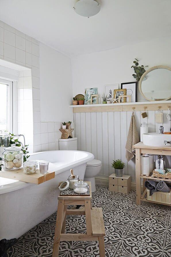 Het BEKVÄM krukje: onmisbaar in je badkamer | IKEA IKEAnl IKEAnederland inspiratie wooninspiratie interieur wooninterieur kruk opstapje trapje hout verplaatsbaar handig keuken badkamer slaapkamer