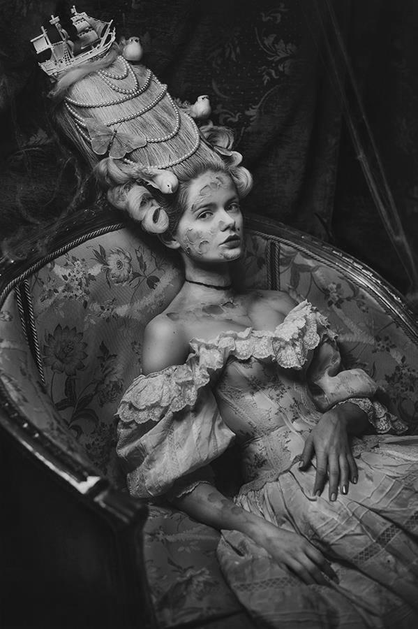 Madness: photo and style Katarzyna Widmanska model Liliana Skrzypiec hairstyle Oskar Bachoń mua Monika Halat