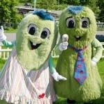 Peukkis ja Pinni, karvaiset sisarukset Tommeltottien maasta. #TravelFinland #Themepark #jyvaskyla