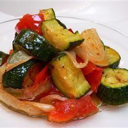Pieczone cukinie z czosnkiem i pomidorami @ http://allrecipes.pl