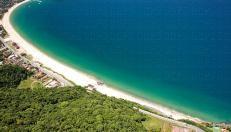 http://www.pousadaemboicucanga.com.br/ - #Pousadas em #boiçucanga  Pousada Azul do Mar reúne em um só lugar a paz do verde da Natureza, com o azul das águas claras do Mar. Uma das Pousadas em Boiçucanga mais bem localizadas, apenas 50 metros da praia de Boiçucanga, entre as praias de Cambury e Maresias, no Litoral Norte de SP - São Sebastião.   Boiçucanga é conhecida por muitos o segundo pôr-do-sol mais bonito do mundo devido a sua localização geográfica.