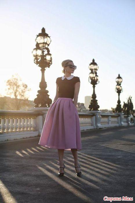 Все новое - хорошо забытое старое. Помните моду 60-х: юбки - шестиклинки, солнце, полусолнце, бантовые складки и т. д. Скажите6 когда это было, прошла мода, а вот и нет: вернулась.