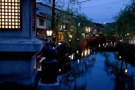 出典:http://blog.livedoor.jp 過ごしやすい秋は美味しい食べ物も多く旅行に最適の季節です。また、暑すぎず寒すぎない気候はゆっくり温泉に浸かるのにも最適です。遊び疲れた夏の疲れを癒したい、という人もいるのではないでしょうか?もしくは、ちょっと遅めの夏休みを取る人もいるかもしれません。 そこで、たまには女友達と一緒にのんびり温泉旅行なんていかがでしょうか?関西から1泊で行ける女子旅にオススメの温泉宿5選をご紹介します! 1.奥城崎(おくのきのさき)シーサイドホテル 出典:http://travel.rakuten.co.jp 兵庫県の温泉街にある、近代的なシーサイドホテルです。客室からは日本海を眺めることができます。夕食にはカニ懐石の他、地元の丹波牛のステーキがついたコースもオススメです。この季節ならではのカニと地元の名産、両方を贅沢に堪能しましょう。 2.天橋立 宮津(あまのはしだて みやづ)ロイヤルホテル 出典:http://www.tripadvisor.jp 京都府の『丹後…