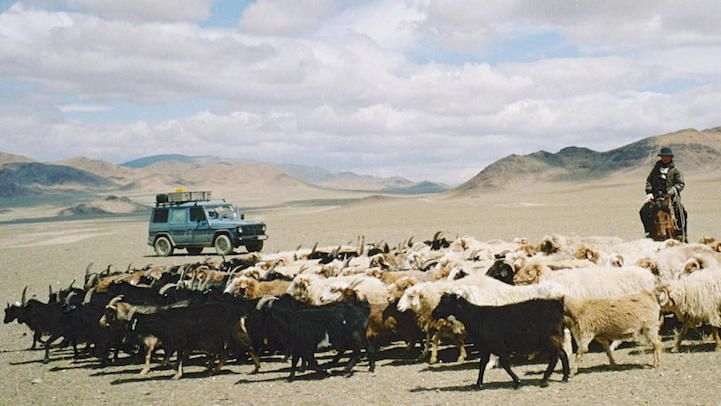 Couple's Extraordinary 550,000-Mile Road Trip Across 177 Countries Over 26 Years - My Modern Met