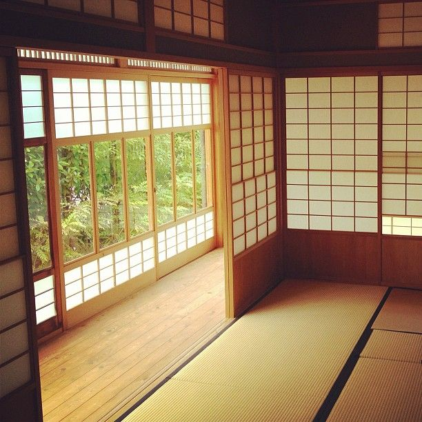 I've always wanted a tatami tea room... with a kotatsu as well! And maybe the shoji doors too...