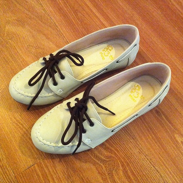 .Flatshoes boy cream leather Moccasin by @13thshoes #loubelleshop