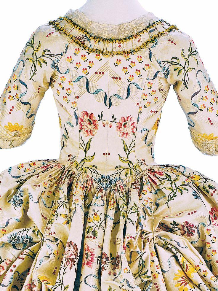 Detail back view, robe à l'anglaise retroussée à la Polonaise, France, 1776-1780. Cream silk embroidered with floral motifs.