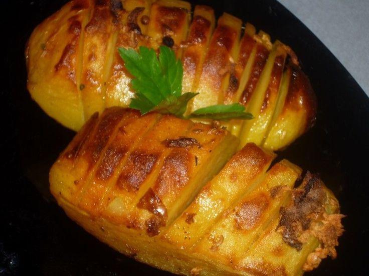 Reteta culinara Cartofi cu usturoi la cuptor din categoria Aperitive / Garnituri. Cum sa faci Cartofi cu usturoi la cuptor