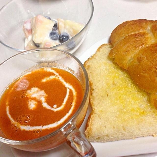海老の頭と殻を使ったスープにガーリックトーストももとブルーベリーのヨーグルト和え - 13件のもぐもぐ - 朝ごはん by Takako Izumiyama