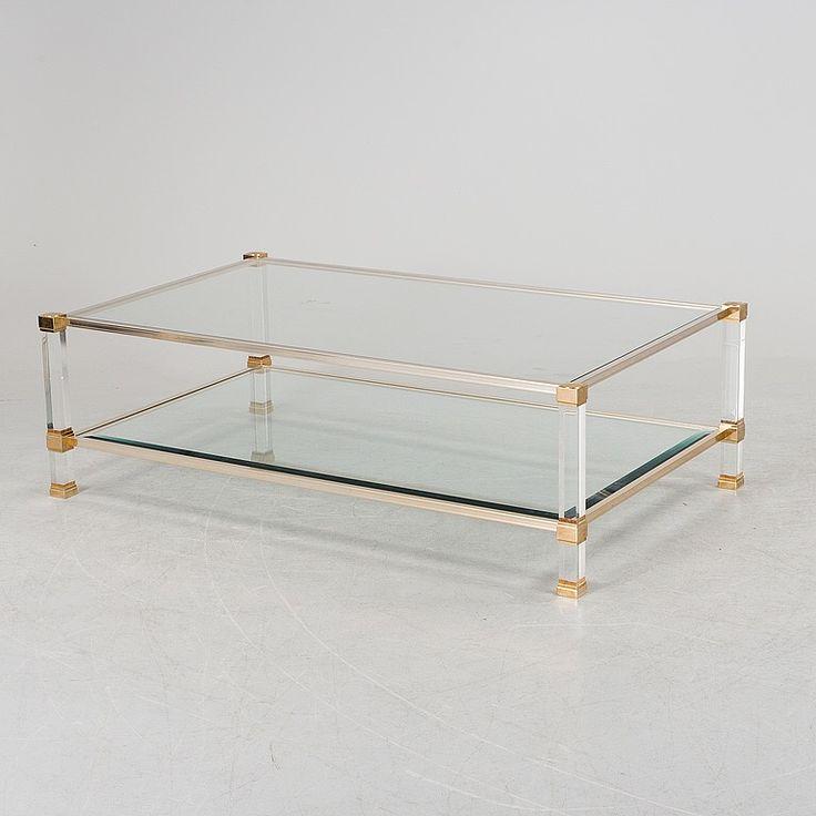 Soffbord med glasskivor, ben av plexiglas och detaljer av mässing.