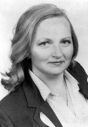 Jean Auel American writer. She is best known for her Earth's Children books, a series of novels set in prehistoric Europe that explores human activities during this time.