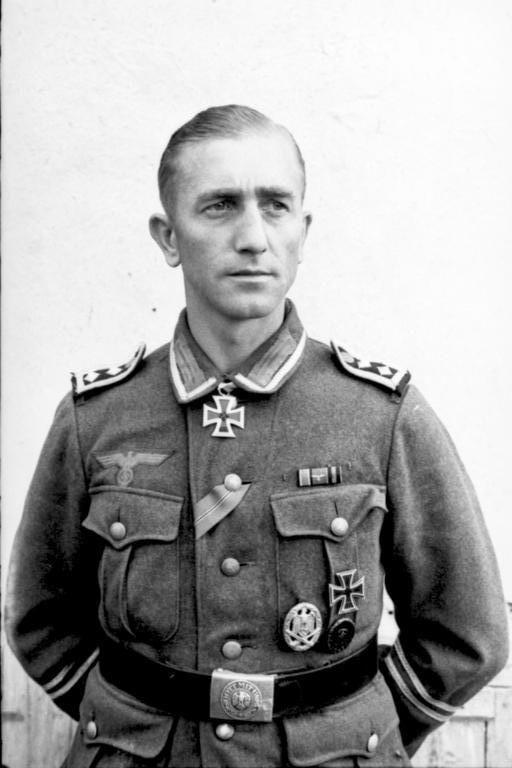 "https://flic.kr/p/fvWjZ6 | Le ""Hauptfeldwebel"", ou ""Oberfeldwebel der Truppe"" Josef Niemitz le jour de la remise de sa ""Ritterkreuz des Eisernen Kreuzes"""