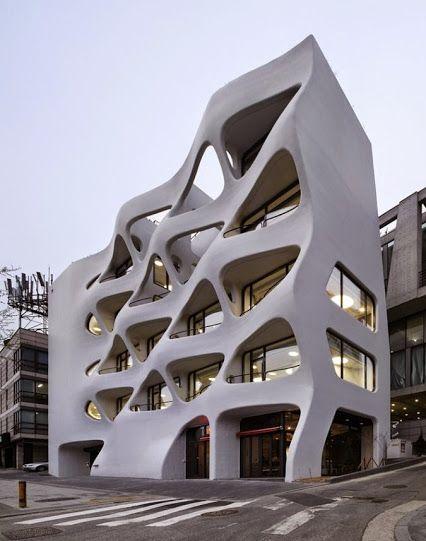 Une façade qui donne l'impression d'être mobile à Seoul en Korea. #dccv #korea #archi