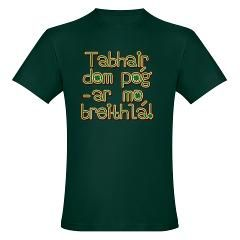 Tabhair dom pog ar mo Men's Fitted T-Shirt (dark)> Tabhair dom pog ar mo breithla> Leprechaun Gifts  All Things Irish