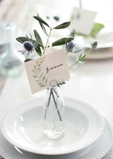 Love the laurel leaves on this calligraphy place card
