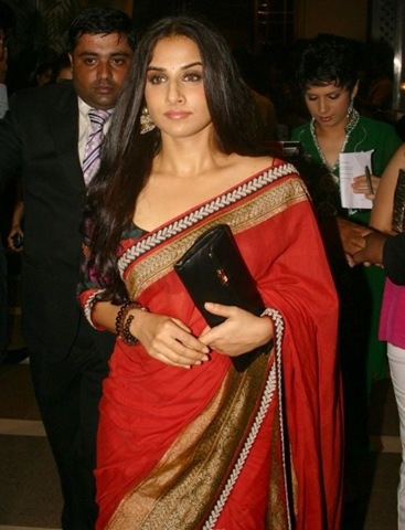 Bollywood actress Vidya Balan in beautiful red sabyasachi sari paired with floral printed quarter sleeves sari blouse at Delhi Couture Week 2010.