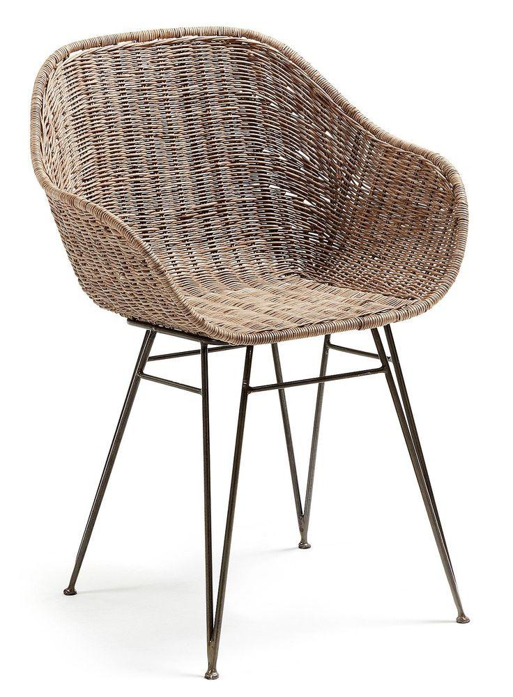 Het Spaanse merk LaForma staat garant voor kwaliteit en duurzaamheid. De Charley stoel heeft een authentieke zitting met een uniek onderstel van grijs materiaal. De vorm van de stoel en het gevlochten rotan zorgen voor heerlijk zitcomfort. De stoel is 80cm hoog, 60cm breed en 52cm diep. De zithoogte in de stoel is 45cm en de armleuning heeft een hoogte van 60cm. Dit product is ook bekend onder de naam 'Chart stoel rotan - LaForma'.
