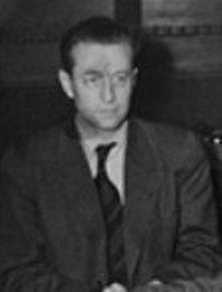 Hans Fritzsche.Popüler radyo yorumcusu ve Nazi Almanyası dönemindeki Propaganda Bakanlığı'nın haber bölümü başkanıdır.Hitler'in ve Joseph Goebbels'in intiharından sonra teslim olmuştur.BERAAT