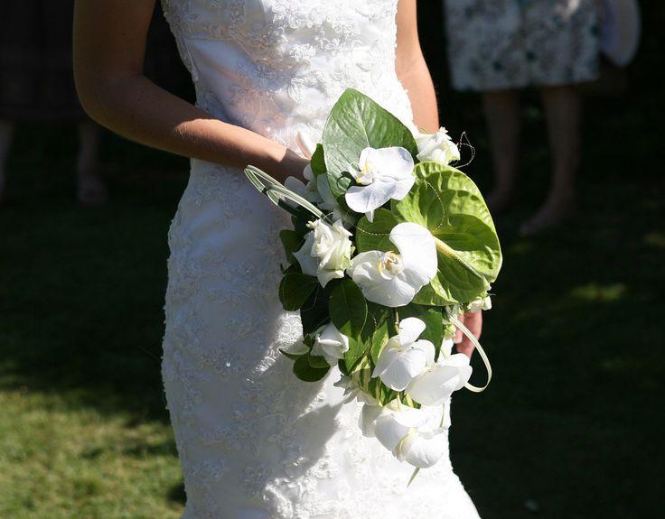 Proste suknie ślubne - Każda suknia ślubna jest piękna. Jednak proste modele szczególnie wyróżniają się na tle innych. Są niezwykle delikatne, a zarazem eleganckie. Poniżej kilka słów więcej na temat prostych sukienek ślubnych. Komu najbardziej pasują proste suknie ślubne? W prostych sukniach ślubnych bardzo wyjątkowo ... - http://www.letswedding.pl/proste-suknie-slubne/