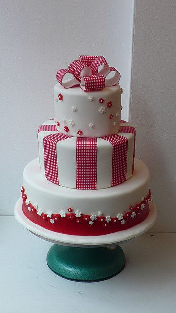 red and white gingham cake