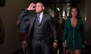 Конор Макгрегор прибывает на UFC 202
