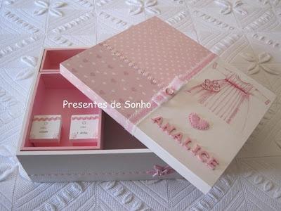 Caixa de baptizado de 41 x 35 x 13.5cm para guardar vela, concha, toalha e roupinha de cerimónia
