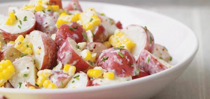 Salade de pommes de terre au maïs Recettes | Ricardo   Parfait pour accompagner un steak sur le BBQ!