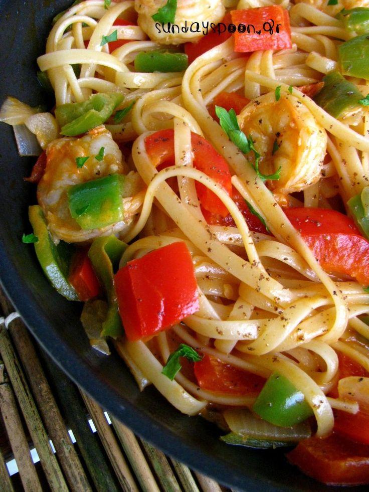 Ταλιατέλες με γαρίδες και πιπεριές • sundayspoon