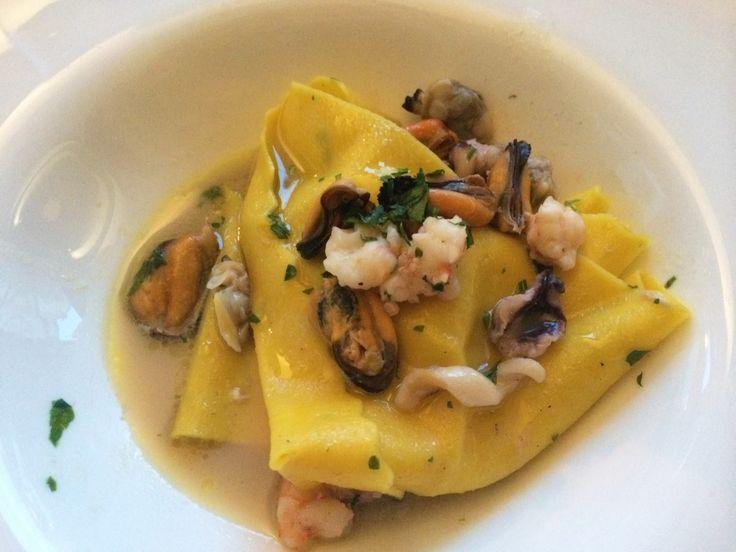 Lasagnette di nostra produzione con mitili sgusciati, calamari e gamberi  #liberty #grancaffeliberty #asola #mantova #food #italy #italia #mare #pesce #ristotrante #restaurant