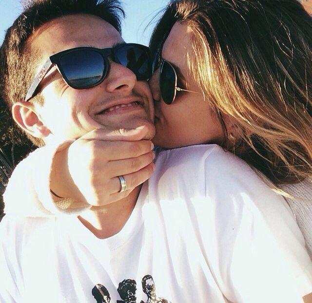 Αποτέλεσμα εικόνας για she kiss him