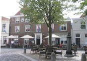 Hotel De Keurvorst Ravenstein  Description: In de omgeving Den Bosch op de grens met de provincie Gelderland in het hart van het oude vestingstadje Ravenstein vindt u dit befaamde hotel met intieme stijlvolle eetkamer en huiskamercafé. De maas de oude dijken uiterwaarde en adembenemend mooie dorpjes voor fiets- en wandeltochten. Het ontbijt staat voor u klaar op doordeweekse dagen van 07.00 tot 10.00 uur en in het weekend van 09.00 tot 11.00 uur. De Eetkamer van Stadsherberg De Keurvorst…