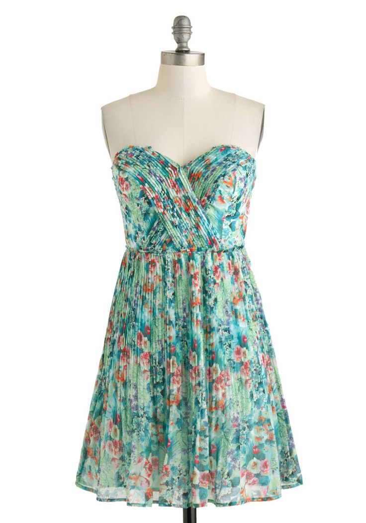 Oceanic Dreaming Dress. Your beach vacation is still a few weeks away, but that doesnt mean you cant get in a tropical state of mind a little early by wearing this floral dress! #green #wedding #bridesmaid #modcloth