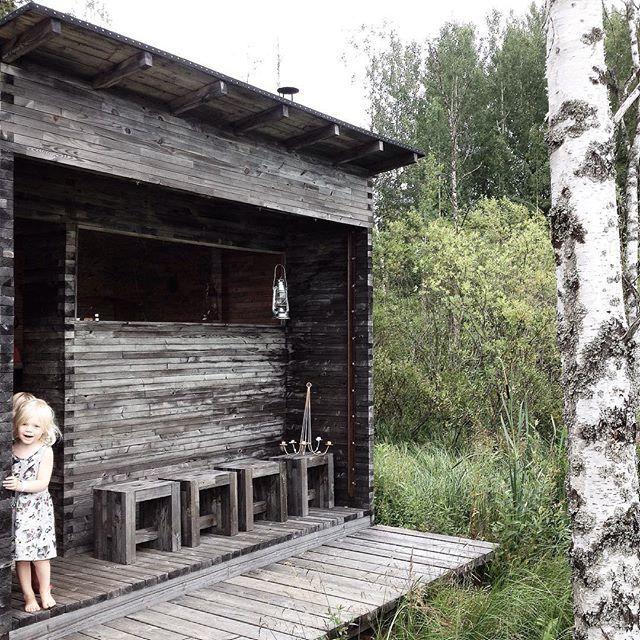 Luona-saunan lempeissä löylyissä! www.saunapihalle.fi Photo @eevatak #pihasauna #ulkosauna #sauna #wooden #clt